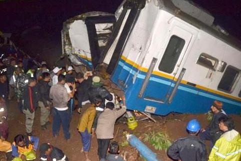 3 dead in train derailment landslide in Indonesia